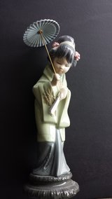 "REDUCED Lladro Geisha Statue Figurine ""Oriental Spring"" w/ Umbrella RARE & RETIRED in Oswego, Illinois"