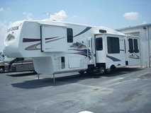 RV FIFTH WHEEL BY FOREST RIVER--CEDAR CREEK 2009 MODEL 36RD5S in Fort Benning, Georgia